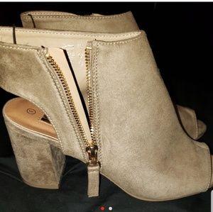 Shoes - Chunky heel open toe/heel